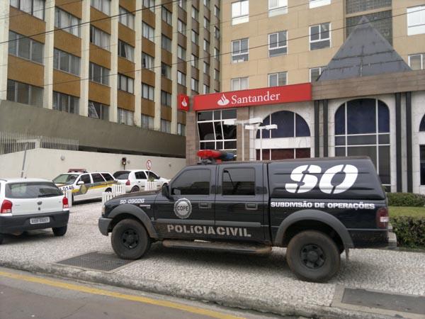 A ousadia dos bandidos chega até o Centro Cívico, em Curitiba. (Foto: Banda B)