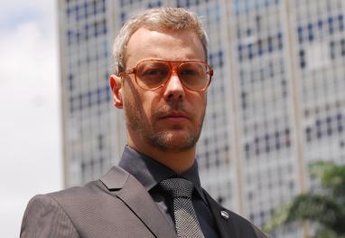 Guilherme Weber fará sua estréia como diretor.