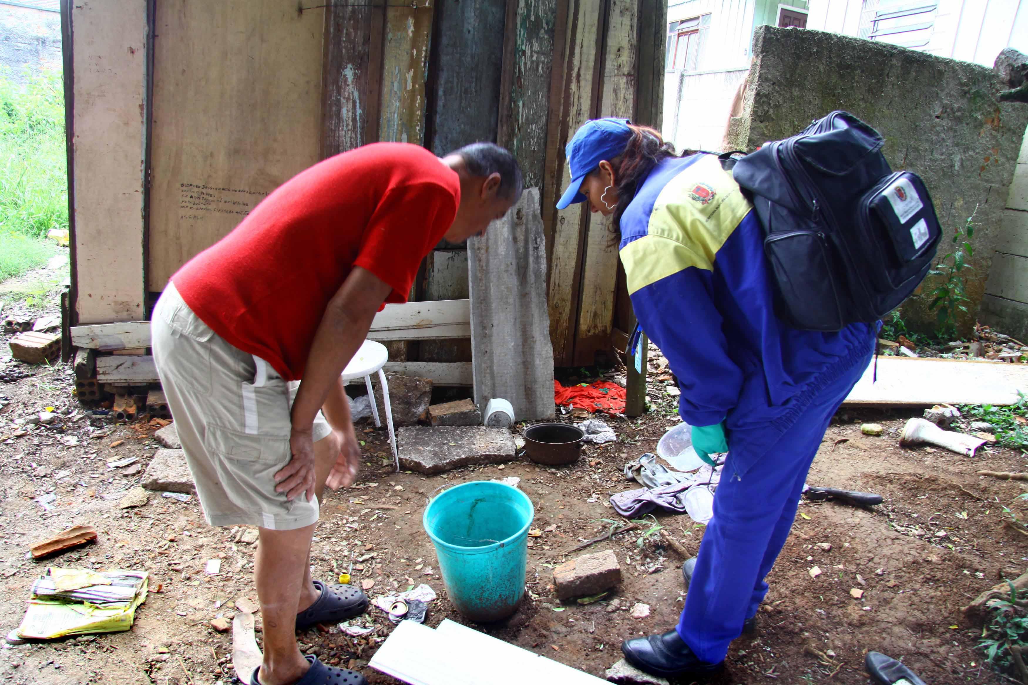 Lixo responde por mais da metade dos criadouros de dengue. (Foto: AEN)