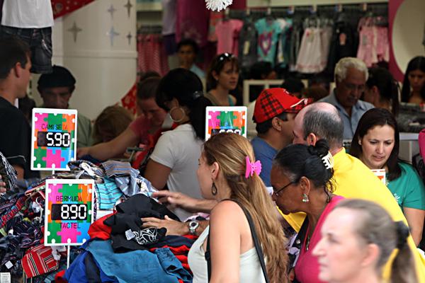 Lojistas apostam no Dia das Mães para reduzir estoques. (Foto: ACP)
