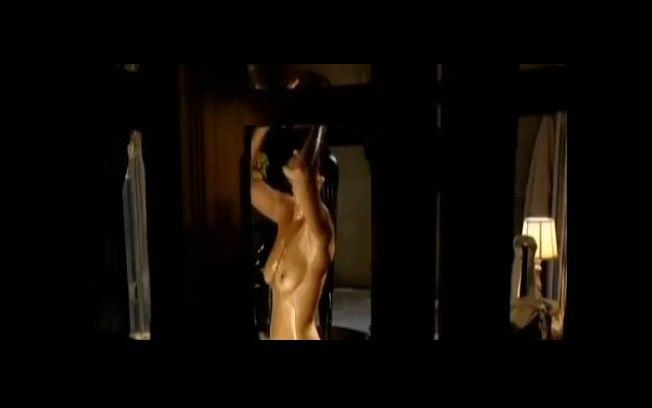 Várias cenas de nudez já foram ao ar nos primeiros capítulos.