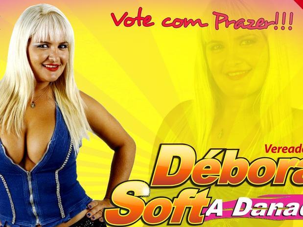 """A ex-stripper Deborah Soft (PSC) usa novamente o slogan """"Vote com prazer""""."""